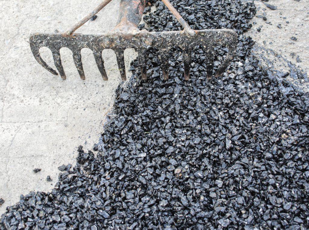 laying hot tar pavement
